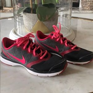 Blk/Gry/Pink/Red Nike Tennis shoes